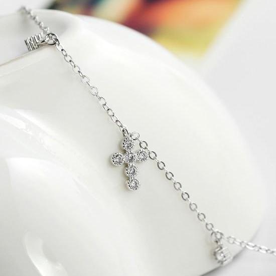 دستبند صلیب با نگینهای سواروسکی