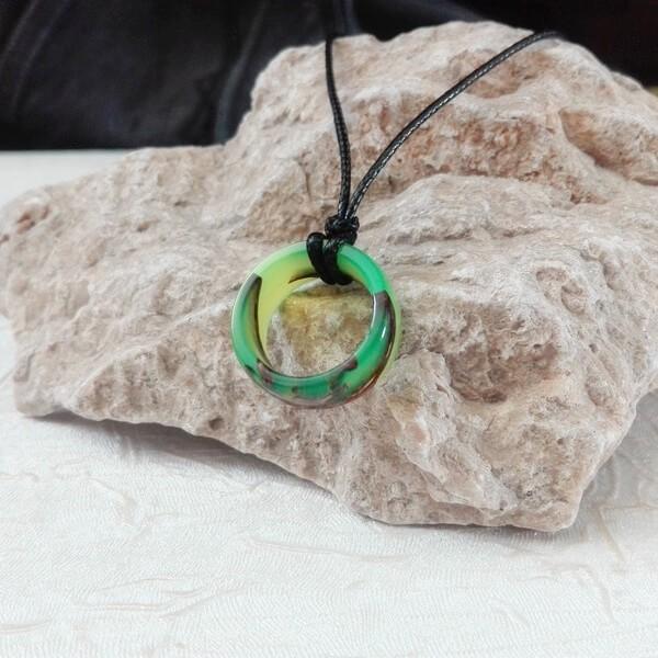 گردنبند طرح حلقه سبز فسفری