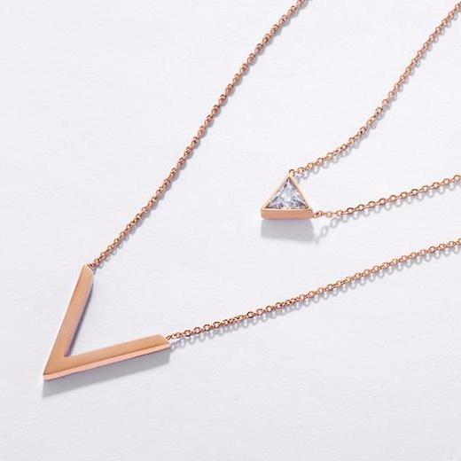 گردنبند مثلثی نگین دار